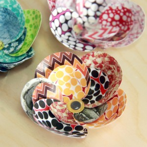Making craft paper flowers