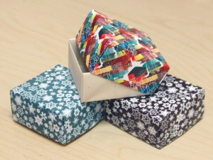 Folded paper gift boxes